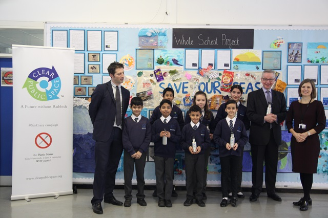 Photograph of Clear Public Space's Luke Douglas-Home, pupils at Wilberforce Primary School, Environment Secretary Michael Gove and a teacher at Wilberforce primary school.