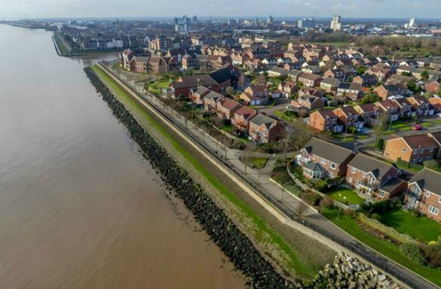 Image of Hull's Humber flooding frontages.