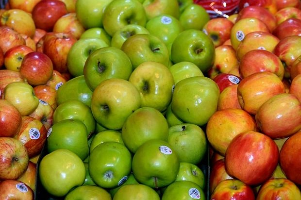 Loose red and green apples
